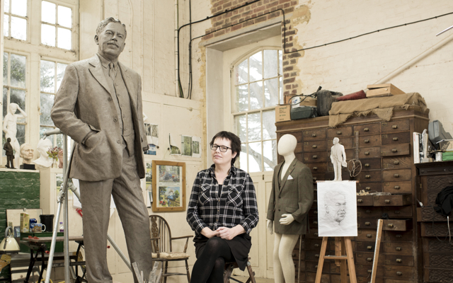 Hazel Reeves and Gresley Statue - photo by Andy Fallon
