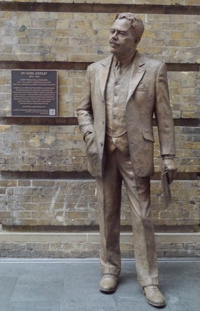 Statue of Sir Nigel Gresley by Hazel Reeves