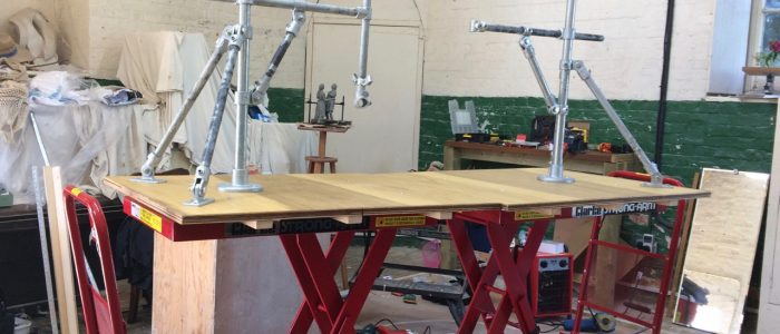 Hydraulic tables with the basic armature structure