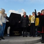 The Cracker Packers prepare to unveil the statue with Hazel rousing the crowds  - photo Stuart Walker